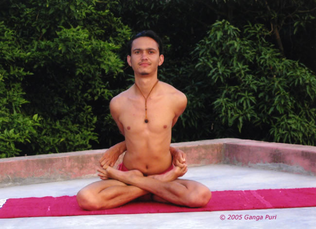 http://www.sanatansociety.org/yoga_and_meditation/images/gp_asana_yoga_mudrasana_jpg.jpg